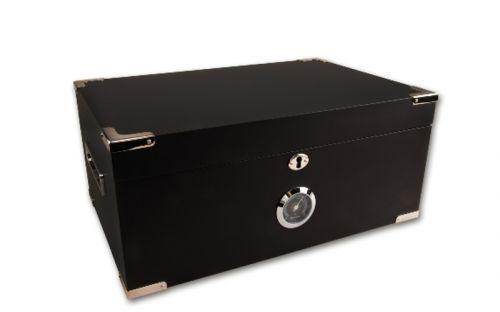 Humidor 80 szivar részére, cedrusfa szivar doboz, matt fekete + szivarvágó olló