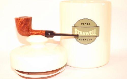 Stanwell Light Polish pipa + dohánytartó