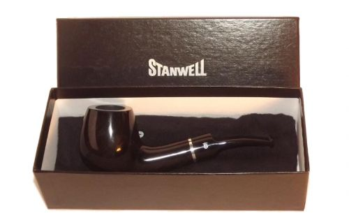 Stanwell pipa Black Diamond 233