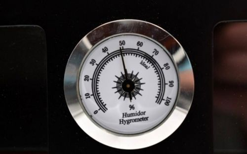 Humidor szekrény 80 szivar részére, 4 fiókkal, külső hygrometer, üveg ajtó - fekete