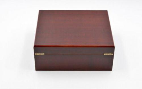 Humidor 40 szál szivar részére, cédrusfa szivar doboz, párásítóval, külső hygrométerrel - vöröses barna, Angelo